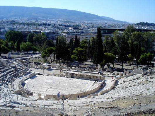 Teatro de Diónisos en la ladera sur del Acrópolis, en su versión construída en el siglo IV a.C., que se preserva hoy día.